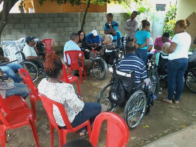 Operativo entrega de sillas de ruedas en Bayaguana