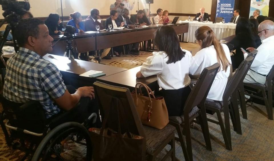 """Mesa redonda sobre seguridad y justicia, con el tema """"Necesidad de un Código Penal Moderno para Enfrentar la Inseguridad Ciudadana"""""""