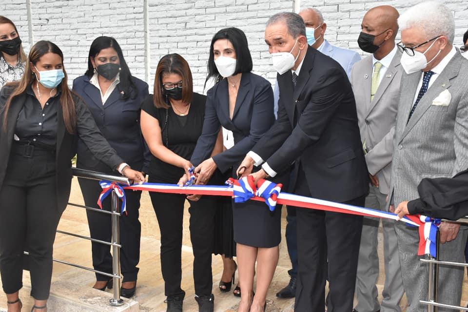 Inauguración de la 1ra rampa para Personas con Discapacidad en el Ministerio de Educación Superior Ciencia y  Tecnología.